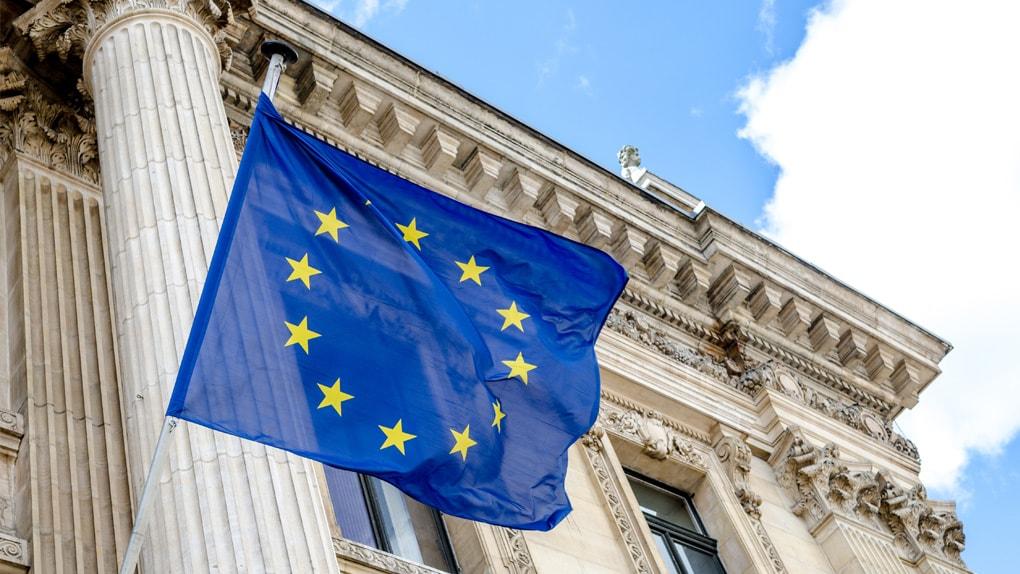 Europaflagge vor der Börse