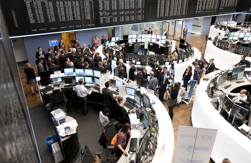 Börsianer auf dem Börsenparkett