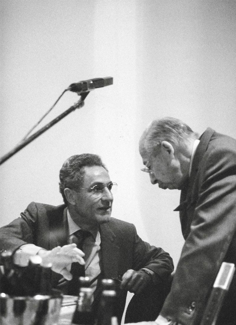 Gottfried Heller und Kostolany diskutieren