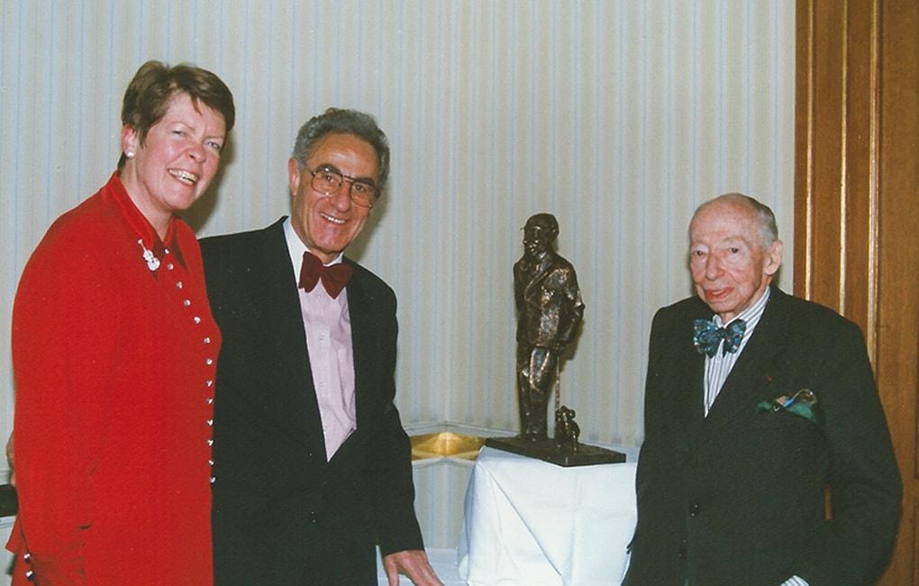Margret und Gottfried Heller mit André Kostolany an seinem 90sten Geburtstag