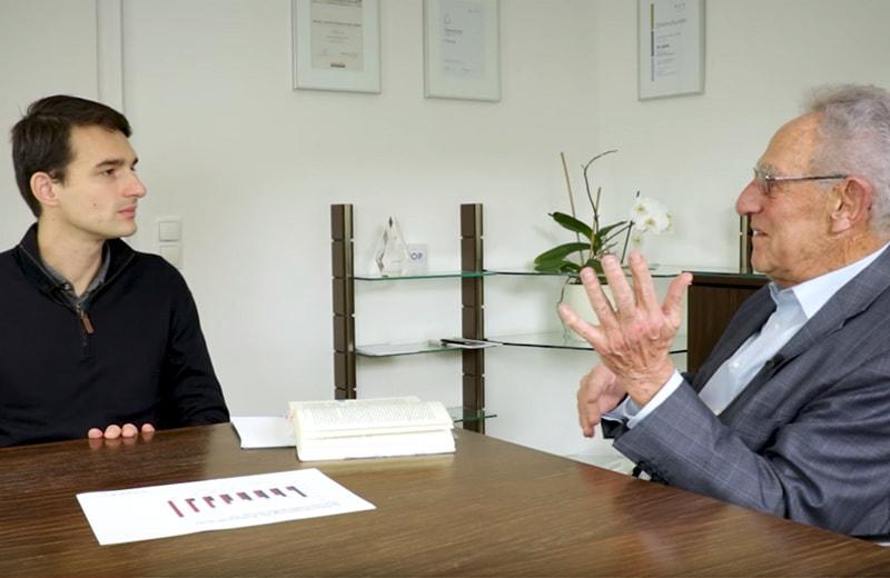 Gottfried Heller wird interviewt