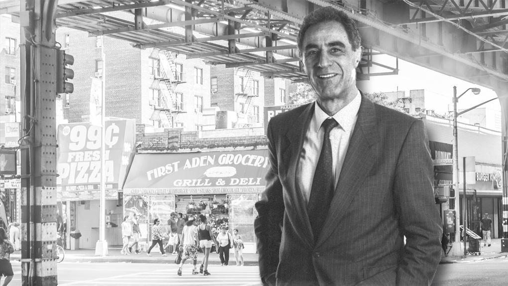Gottfried Heller vor einem Bild der Bronx